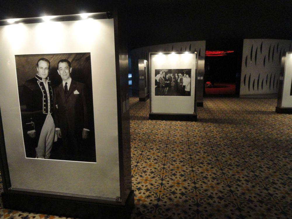 retrato do presidente JK ao lado do ator Marlon Brando